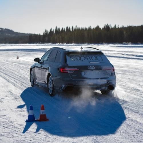 sweden-driving-on-ice-blog-post-gda-mice-global-dmc-alliance-lapland-car