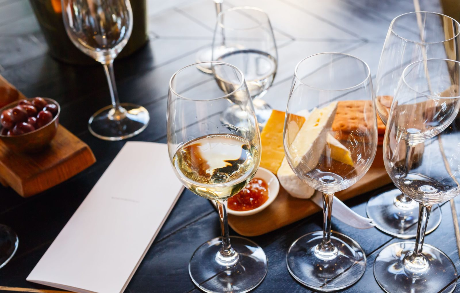 south-africa-CUISINE -Wine-and-cheese-tasting-min