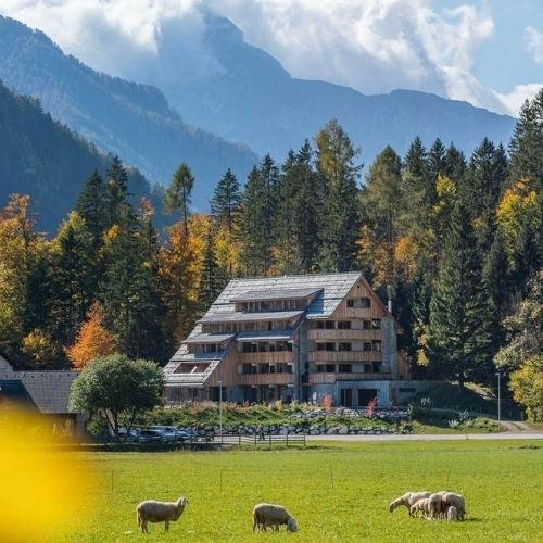slovenia-the-little-things-travel-alps-retreat-wellness-business-travel-incentives-unwind-gda-global-dmc-alliance-VilaPlaninka-outside-featured